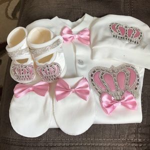 Other - Baby girl newborn rhinestone princess set